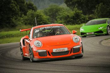 voiture-de-sport-motorsport-academy
